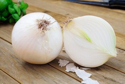 A cebola ajuda a curar feridas bucais