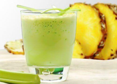 Batida natural de abacaxi