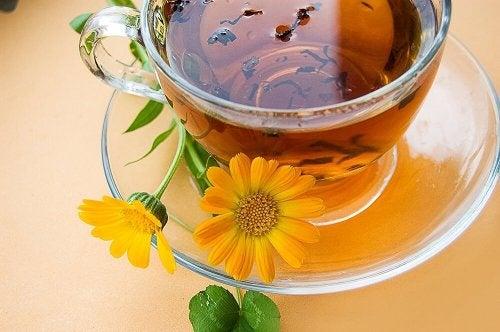 Chá que ajuda a aliviar o couro cabeludo sensível