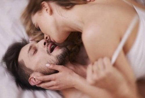 Casal durante o sexo