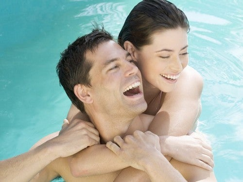 A piscina é um dos lugares em que você deve fazer sexo