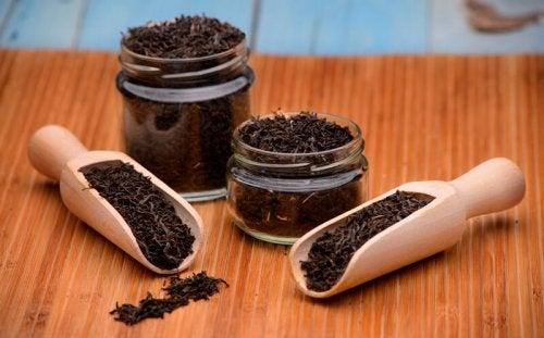 Chá preto serve como tratamento para combater o herpes labial