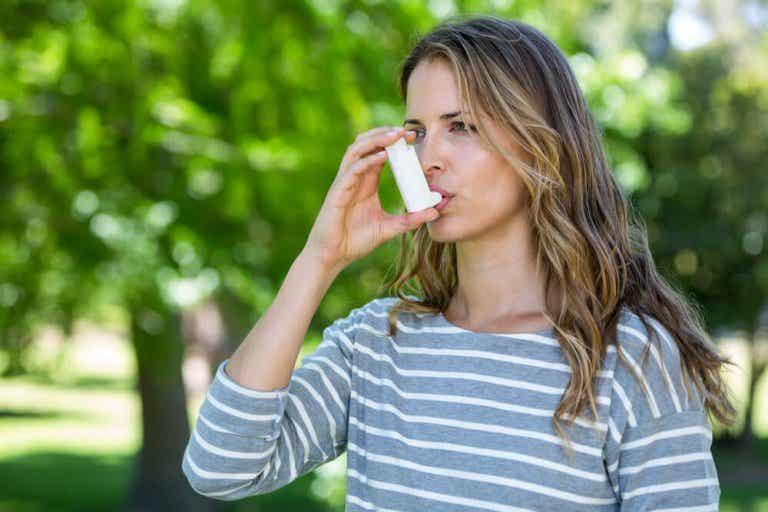 É possível controlar a asma e aliviar seus sintomas?