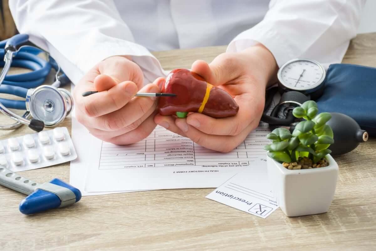 Uso indevido de paracetamol afeta o fígado.