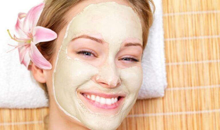 Máscara facial para a pele oleosa