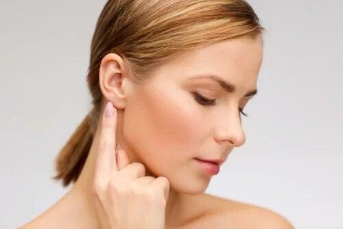 5 remédios naturais para limpar seus ouvidos sem machucar