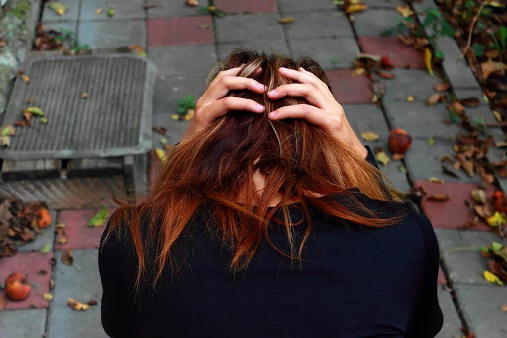 Mulher triste após separação