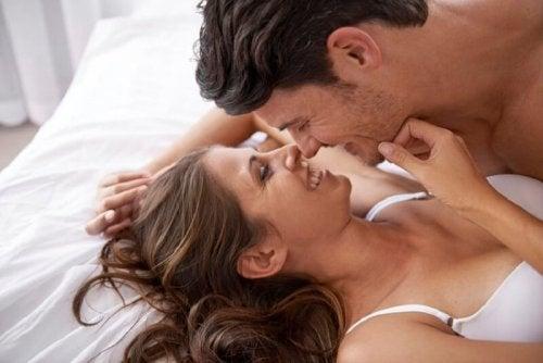 Como estimular os mamilos da mulher?