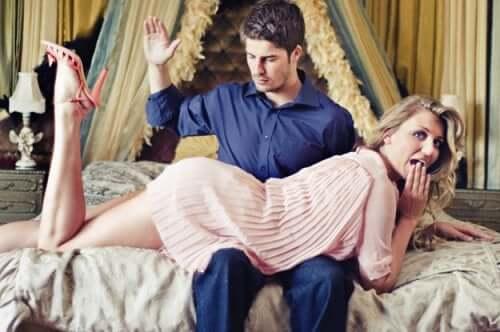 O que é spanking? Saiba tudo sobre esta prática sexual