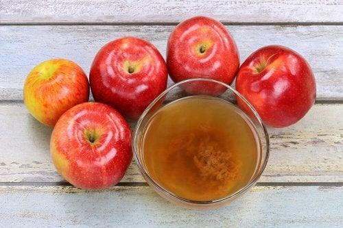 Vinagre de maçã pode ajudar a aliviar os sintomas da psoríase no couro cabeludo