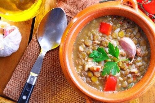 Sopa de lentilhas, couve e batata doce