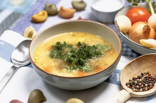 Sopa detox saudável e deliciosa