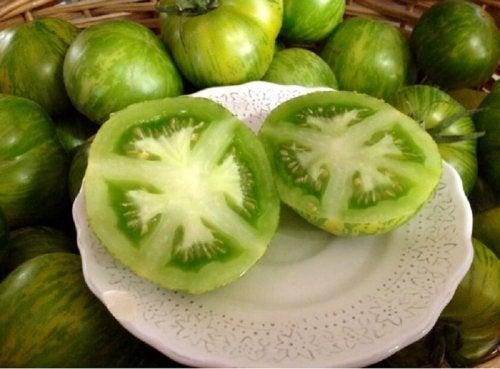 Tomate verde serve como tratamento para combater o herpes labial