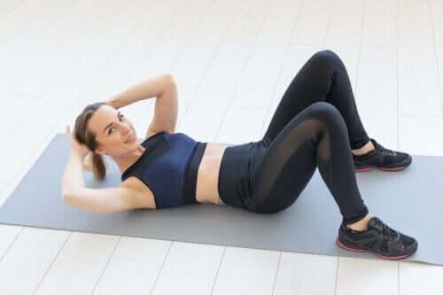 5 exercícios para tonificar o abdômen em casa