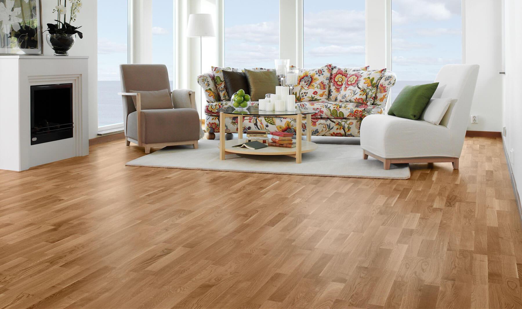 Café para limpar os pisos de madeira