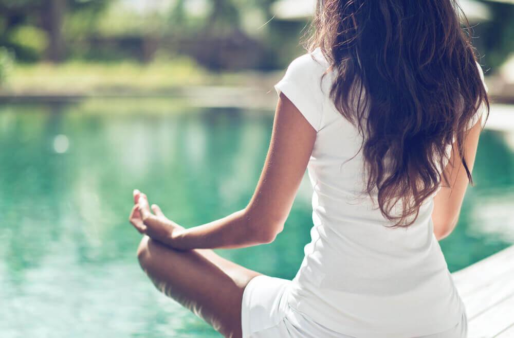 3 posturas de ioga para cuidar da saúde pélvica