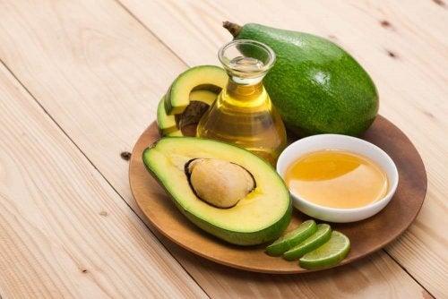 Abacate serve para hidratar calcanhares ressecados