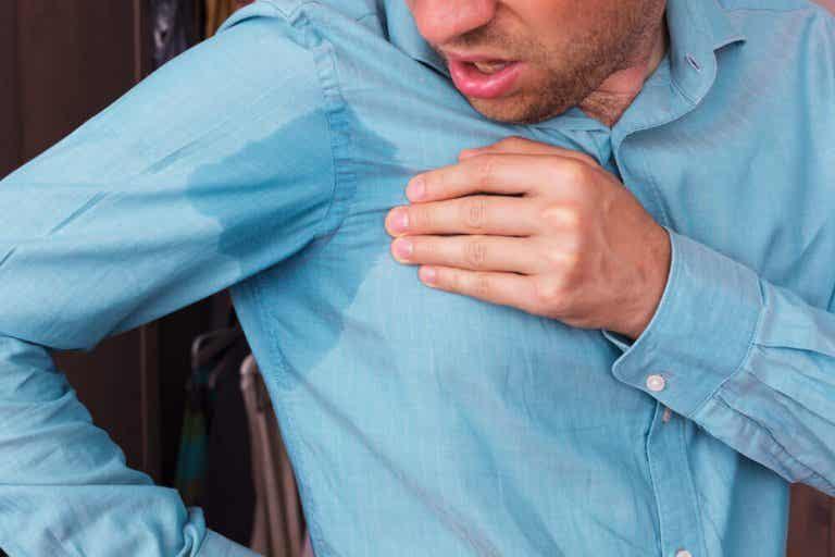 5 maneiras eficazes de remover manchas de suor das roupas