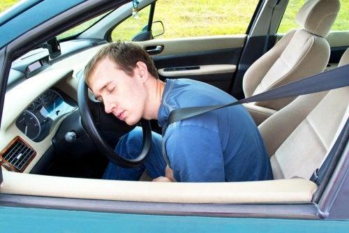 9 dicas para não adormecer dirigindo