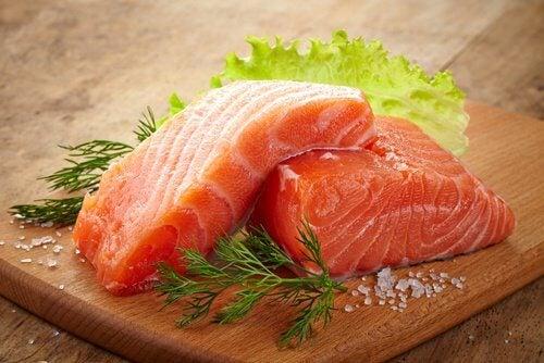 Consumir salmão aumenta a produção de colágeno