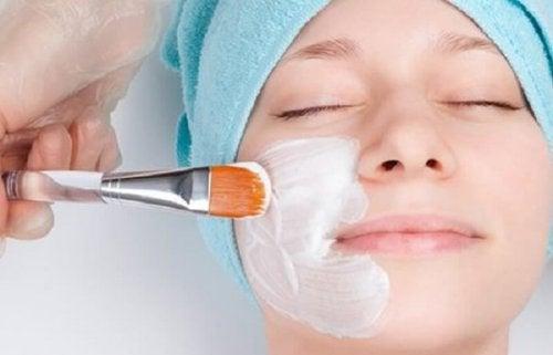 Máscara de bicarbonato de sódio para combater as espinhas