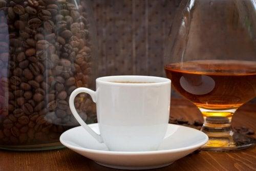 Café é um alimento que aumenta o ácido úrico