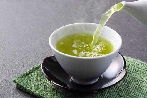 Chá de aipo para limpar as artérias