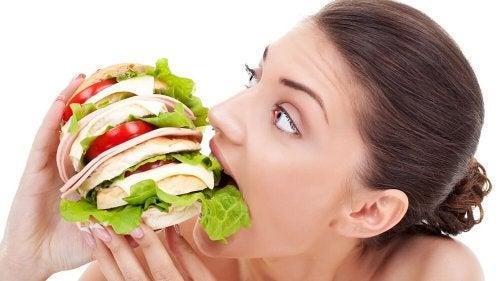 A mã alimentação pode dar sensação de fome constante