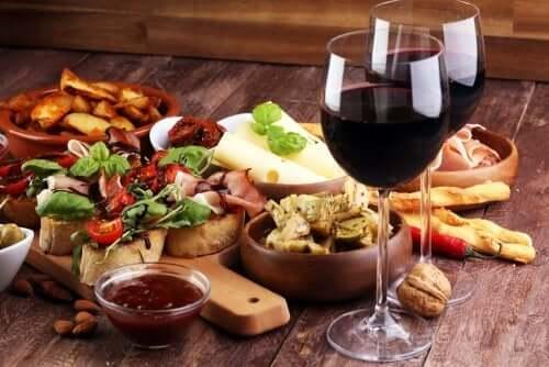 8 razões para beber vinho tinto, porém sempre moderadamente