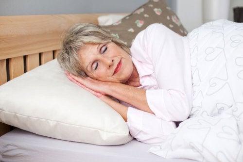 Descansar bem fará você se sentir saudável durante a menopausa