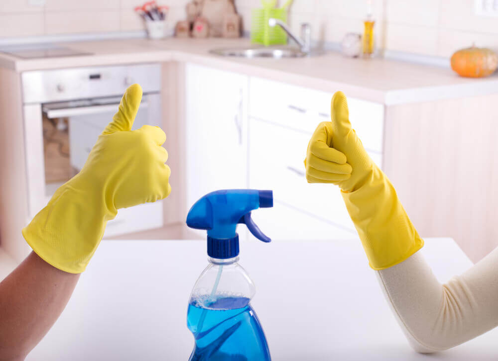 A melhor maneira de desinfetar o banheiro