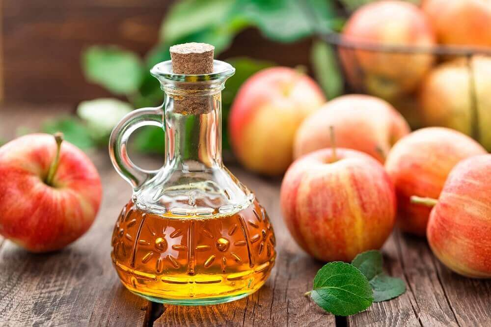 Jarra pequena de vinagre de maçã