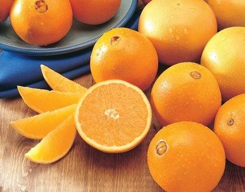 Comer laranja ajuda ir ao banheiro