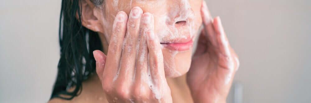 embelezar o seu rosto com leite de coco