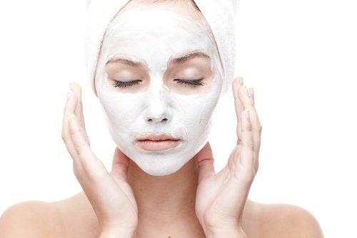 Máscara facial para alisar a pele