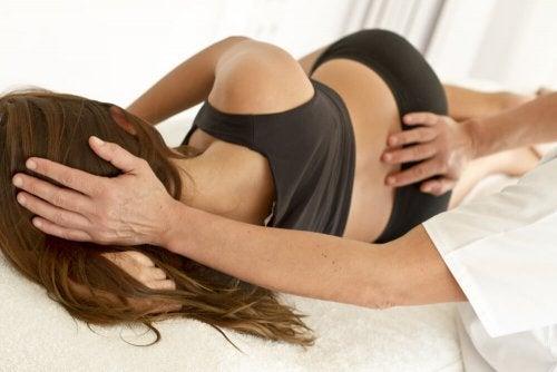 Massagem para curar a dor nas costas