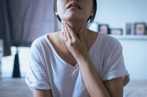 5 possíveis sinais de nódulos na garganta