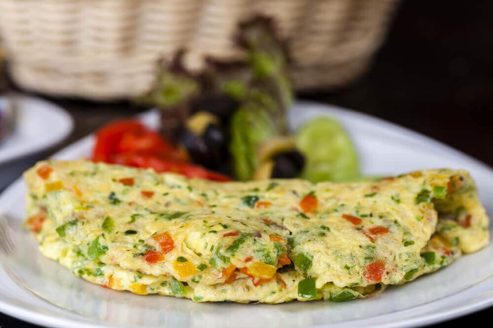 Suco verde e omelete