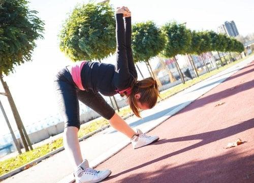 Os alongamentos ajudam a tratar as contraturas musculares
