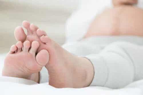 5 sintomas comuns de retenção de líquidos