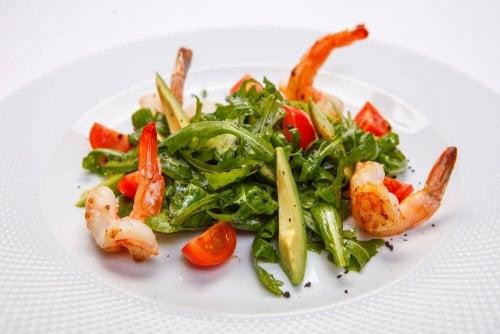 Salada de rúcula e camarão