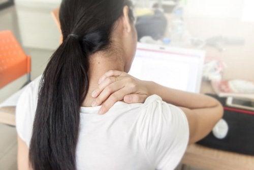 As costas podem doer pela má postura