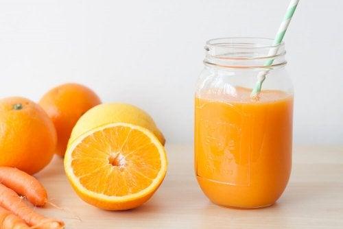 Consumir sucos naturais ajuda a cuidar da pele