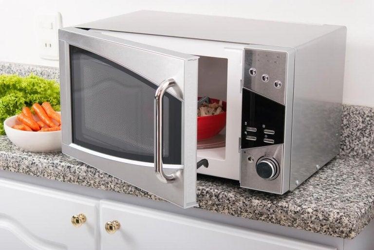 É saudável cozinhar no micro-ondas?