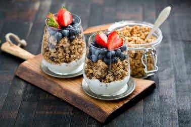12 surpreendentes benefícios de comer granola no café da manhã diariamente