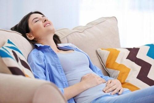 5 sinais iminentes de uma possível apendicite