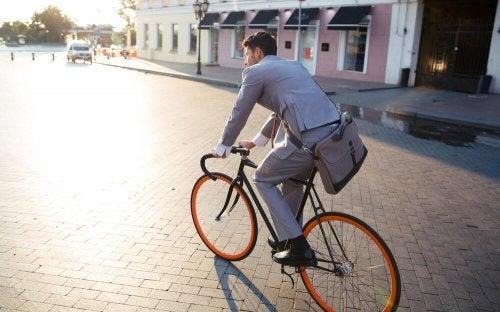 Ir para o trabalho de bicicleta reduz o estresse ocupacional