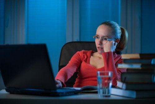 O que se esconde por trás do hábito de procrastinar?