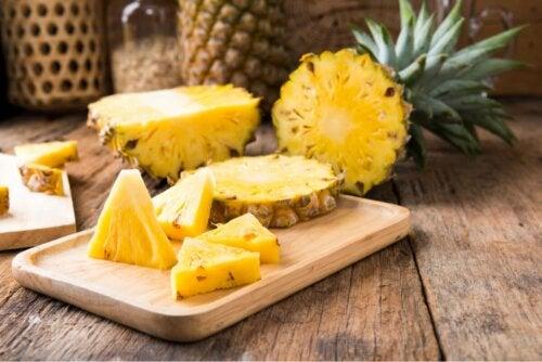 Quais são os benefícios de consumir casca de abacaxi?