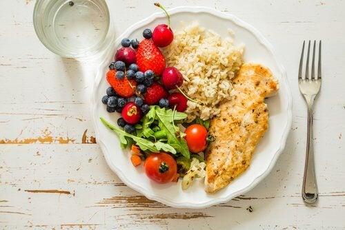 Almoço saudável com frutas